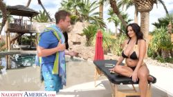 Massage ends up in facial for Ava Addams